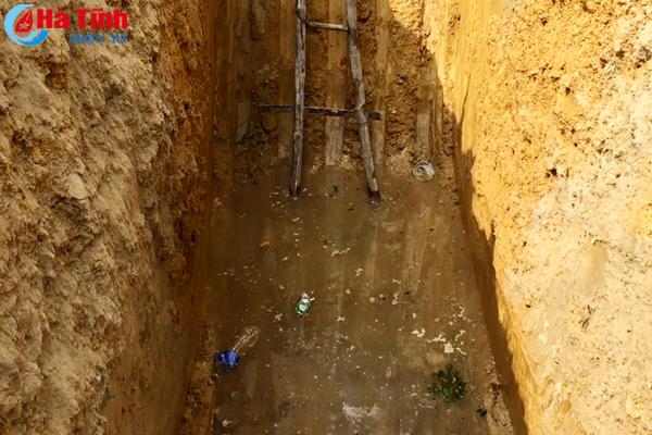 Chuyên gia xử lý sự cố tràn dầu lên phương án xử lý giếng nhiễm dầu ở Hương Trạch