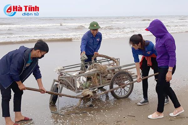Gần 2.700 lượt đoàn viên thanh niên Hà Tĩnh ra quân vệ sinh bãi biển