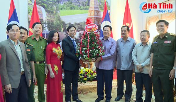 Đoàn cán bộ tỉnh Hà Tĩnh chúc Tết cổ truyền Lào
