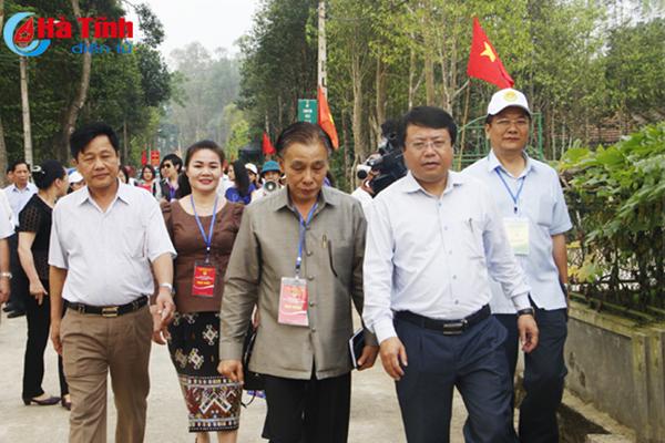 """Vẻ đẹp nông thôn mới Hà Tĩnh """"níu bước"""" đoàn đại sứ quán"""