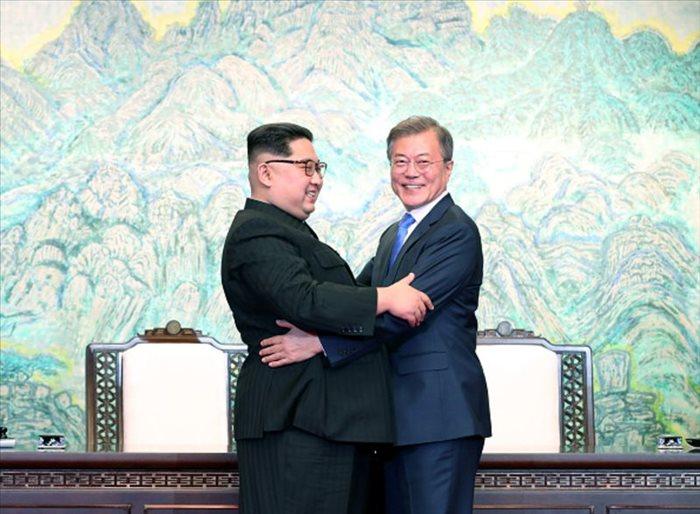 Đề cử Nobel Hòa bình cho ông Kim Jong-un và Moon Jae-in?