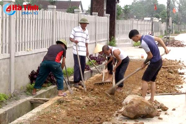 """Hiến đất mở đường, """"đại công trường"""" ở thị trấn Cẩm Xuyên"""