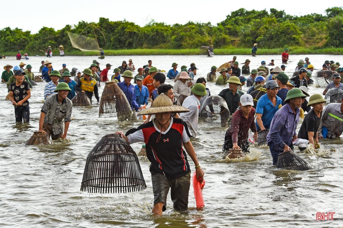 Về Xuân Viên, xem dân làng trổ tài... nơm cá
