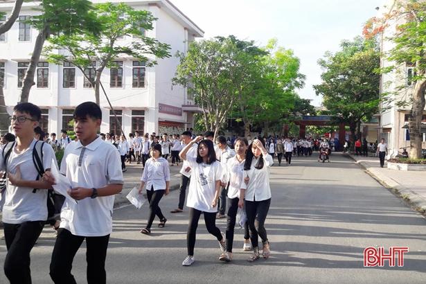 Sáng nay, học sinh Hà Tĩnh bắt đầu kỳ thi tuyển vào lớp 10 THPT