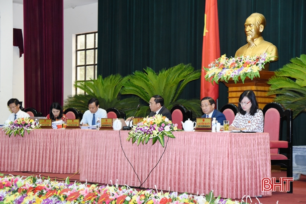 47 ý kiến, kiến nghị được tập hợp từ 32 cuộc tiếp xúc tại các địa phương với sự tham gia của hơn 4.000 lượt cử tri Hà Tĩnh đã được Phó Chủ tịch Đặng Ngọc Sơn thay mặt UBND tỉnh trả lời ngay t