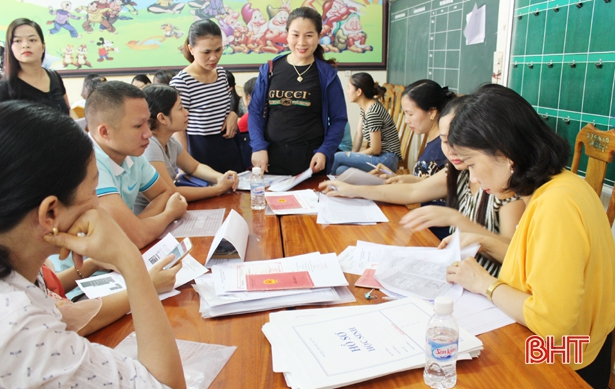 """Tăng hơn 600 học sinh: Tuyển sinh đầu cấp TP Hà Tĩnh lại """"nóng""""!"""
