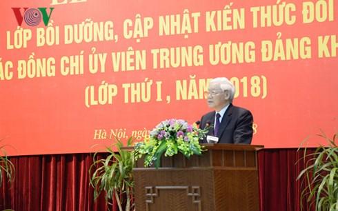 Khai mạc lớp bồi dưỡng, cập nhật kiến thức đối với các Ủy viênTrung ương Đảng