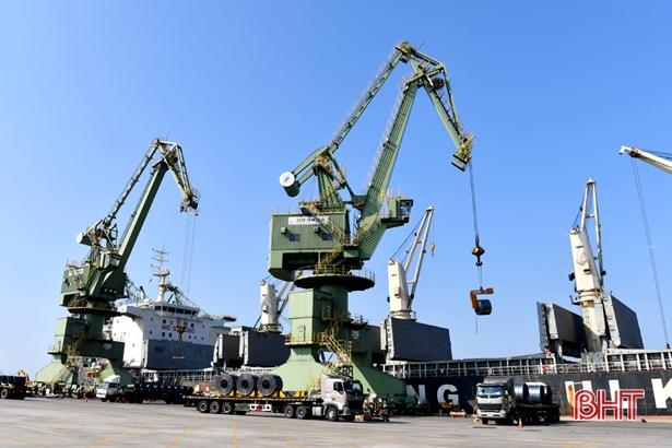 Hà Tĩnh thu hút hơn 800 dự án trong nước và quốc tế