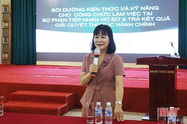 """Nâng """"trình"""" xử lý hồ sơ một cửa cho công chức cấp xã Hà Tĩnh"""