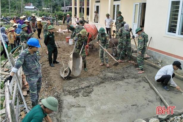 Cán bộ, chiến sỹ biên phòng giúp thôn biên giới xây dựng NTM