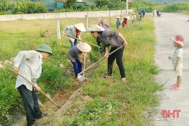 15 ngày cao điểm, nông dân Vũ Quang góp 1.500 ngày công làm NTM