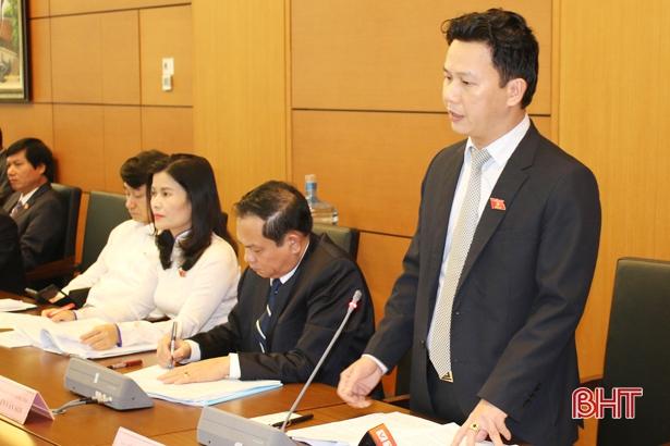 Trưởng đoàn ĐBQH Hà Tĩnh tham gia thảo luận tổ về tình hình KT-XH