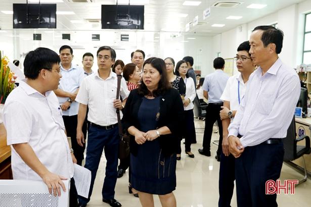Bôlykhămxay đánh giá cao tính chuyên nghiệp, hiện đại trong giải quyết thủ tục hành chính của Hà Tĩnh