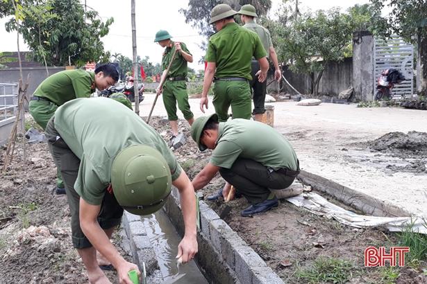 Công an Thạch Hà giúp xã Thạch Lưu về đích nông thôn mới