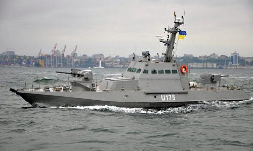 Chiến hạm Nga nổ súng, bắt ba tàu Ukraine trên Biển Đen