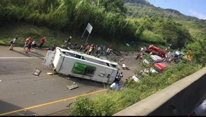 Colombia: Xe buýt chở đội bóng rổ bị lật, ít nhất 13 người thiệt mạng