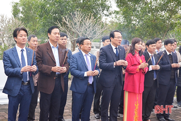 Lãnh đạo Hà Tĩnh dâng hương tưởng niệm Uy Viễn Tướng công Nguyễn Công Trứ
