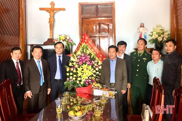 Lãnh đạo Hà Tĩnh chúc mừng bà con giáo dân nhân lễ Giáng sinh