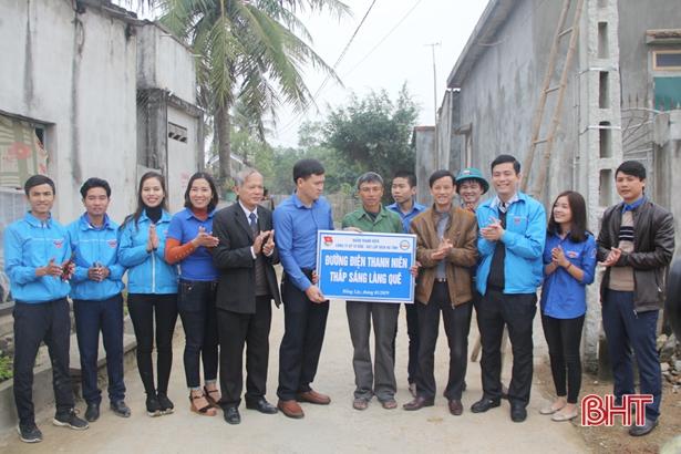 Đoàn khối Doanh nghiệp Hà Tĩnh tình nguyện xây dựng nông thôn mới