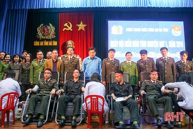 150 CBCS Công an Hà Tĩnh hiến máu tình nguyện