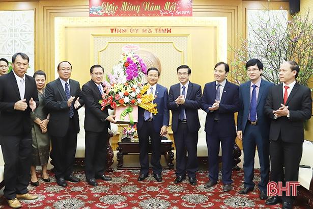 Lãnh đạo tỉnh Savannakhet chúc Tết Đảng bộ và nhân dân Hà Tĩnh