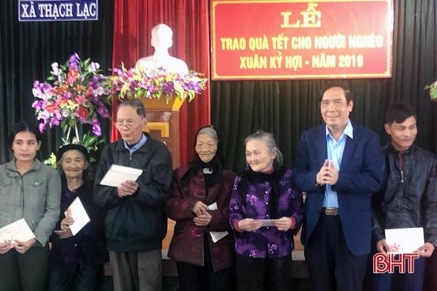 Phó trưởng Ban Tổ chức Trung ương Nguyễn Thanh Bình tặng quà Tết tại Hà Tĩnh