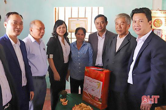 Lãnh đạo Hà Tĩnh thăm hỏi Mẹ Việt Nam anh hùng, thương binh dịp Tết Nguyên đán