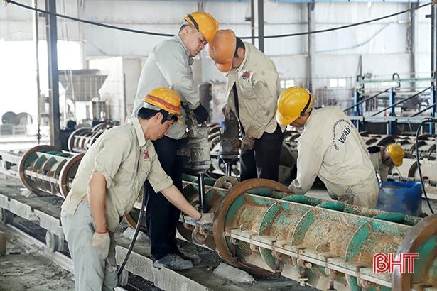 Các nhà máy, công trường ở Hà Tĩnh khẩn trương ra quân đầu năm