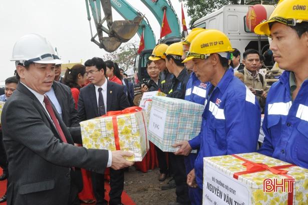 Ra quân xây dựng cầu Cửa Hội vượt sông Lam nối Hà Tĩnh - Nghệ An