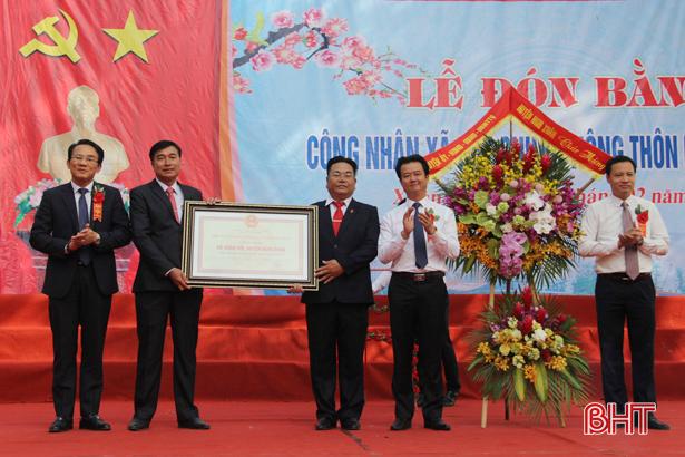 Xuân Hội đón nhận bằng công nhận xã đạt chuẩn nông thôn mới
