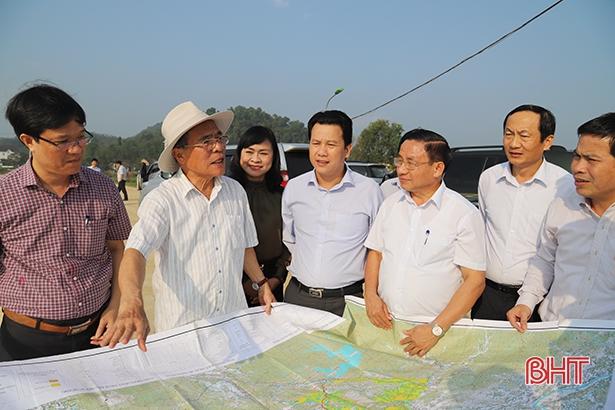 Nguyên Chủ tịch Quốc hội thăm dự án thủy lợi Ngàn Trươi - Cẩm Trang