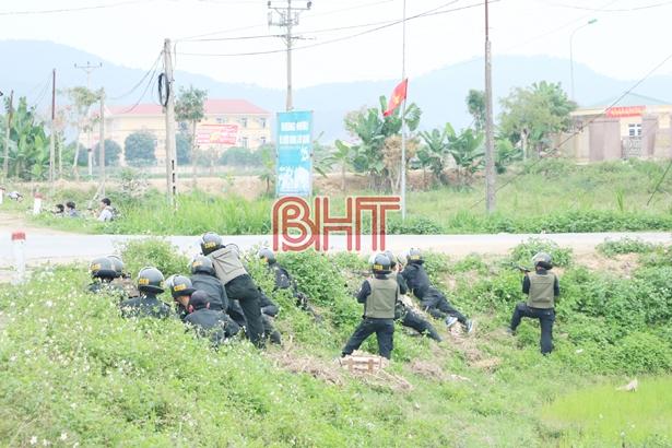 Chủ tịch UBND tỉnh Hà Tĩnh trao thưởng lực lượng triệt xóa nhiều chuyên án ma túy lớn