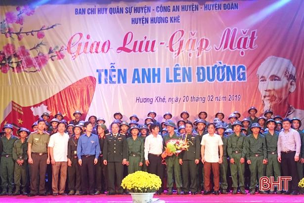 Hương Khê gặp mặt, tiễn 109 tân binh lên đường nhập ngũ