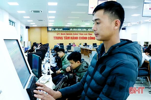 Người dân, doanh nghiệp hài lòng với tiện ích trong giao dịch hành chính