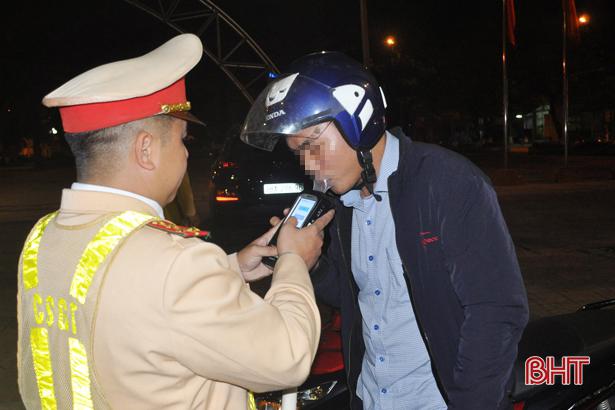 """Công an TP Hà Tĩnh mạnh tay xử lý lái xe """"ngấm men"""", ma túy"""