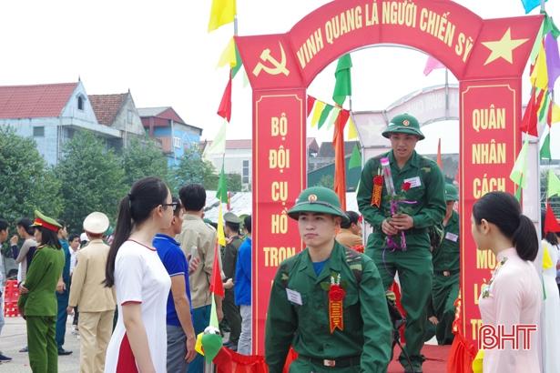 Chủ tịch UBND tỉnh Hà Tĩnh khen các đơn vị, địa phương hoàn thành nhiệm vụ giao quân