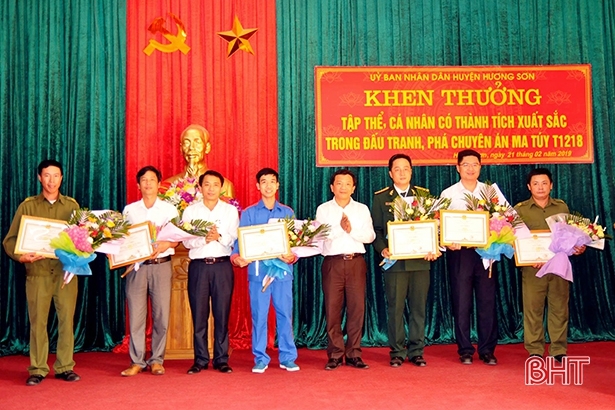 Huyện Hương Sơn khen thưởng các tập thể, cá nhân phá chuyên án ma túy T1218