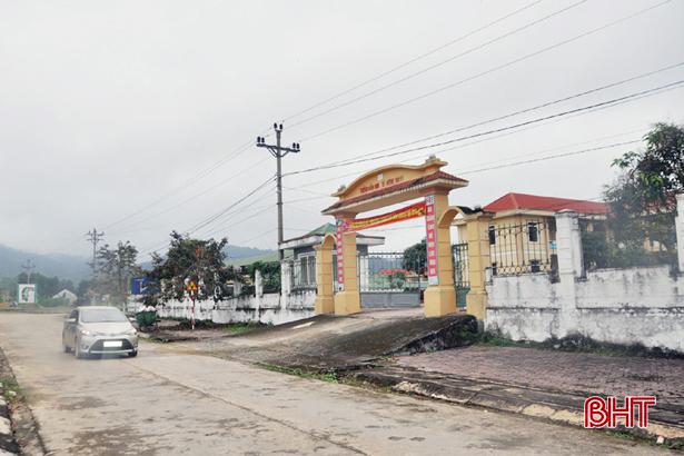 """Điện lực Vũ Quang """"nâng đầu, đỡ cuối"""" trong xây dựng nông thôn mới"""