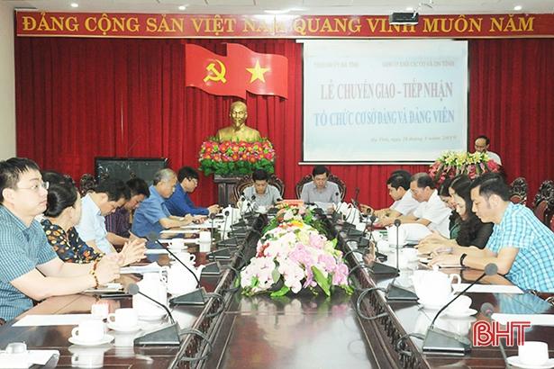 Thành ủy Hà Tĩnh tiếp nhận 22 tổ chức cơ sở Đảng từ Đảng ủy Khối CCQ&DN