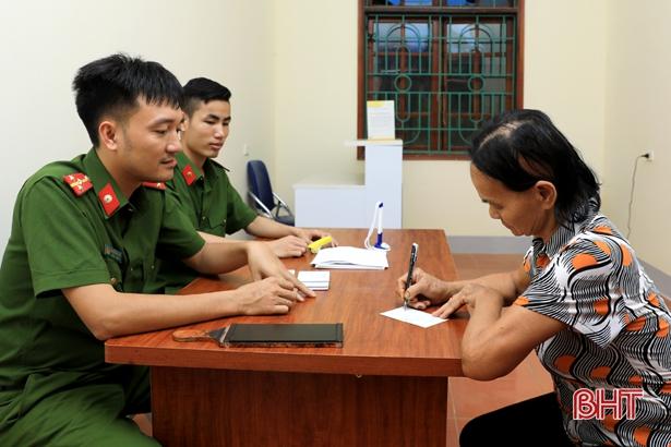 Công an Hương Sơn nhận, trả hồ sơ tại Trung tâm Hành chính công