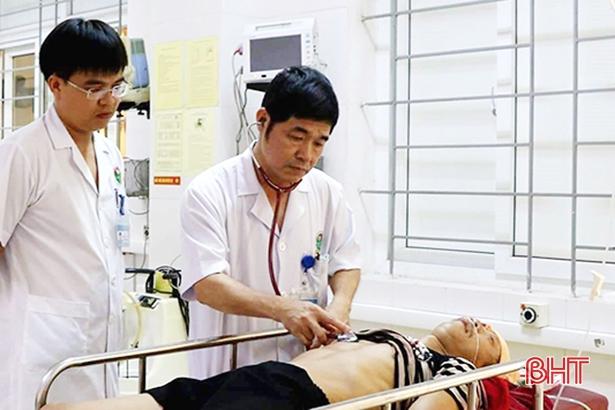 Chuyên gia chống độc BVĐK Hà Tĩnh chỉ cách phòng tránh sốc nhiệt, đột quỵ
