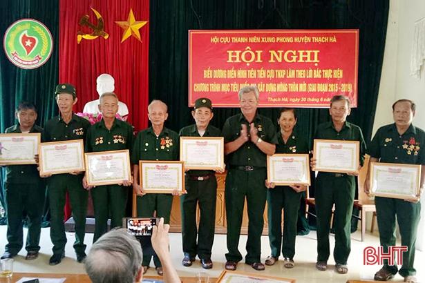 """71 cựu TNXP huyện Thạch Hà được trao tặng huy hiệu 'Nông thôn mới"""""""