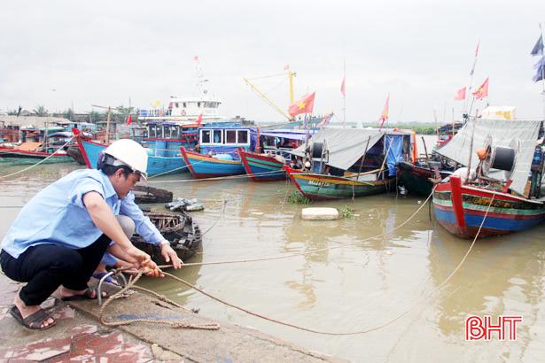 Gần 4.000 tàu cá Hà Tĩnh vào nơi trú ẩn an toàn