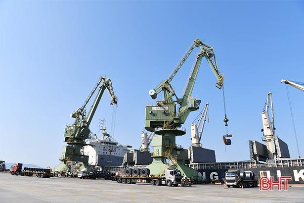 """2 doanh nghiệp """"đầu tàu"""" ở KKT Vũng Áng nộp ngân sách 4.350 tỷ đồng"""