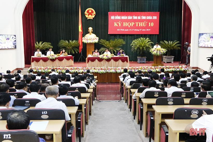 Sáng nay, HĐND tỉnh tiếp tục thảo luận tại hội trường và tiến hành chất vấn