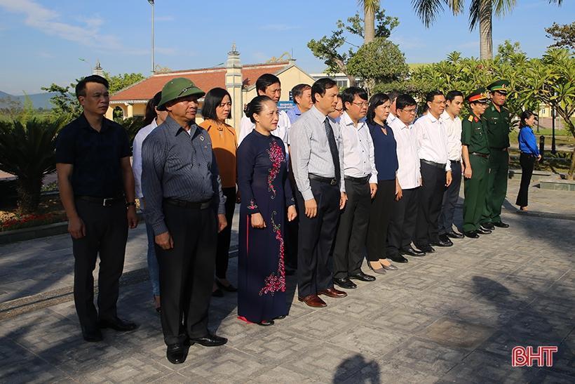 Lãnh đạo tỉnh Hà Tĩnh dâng hương tri ân các anh hùng, liệt sỹ