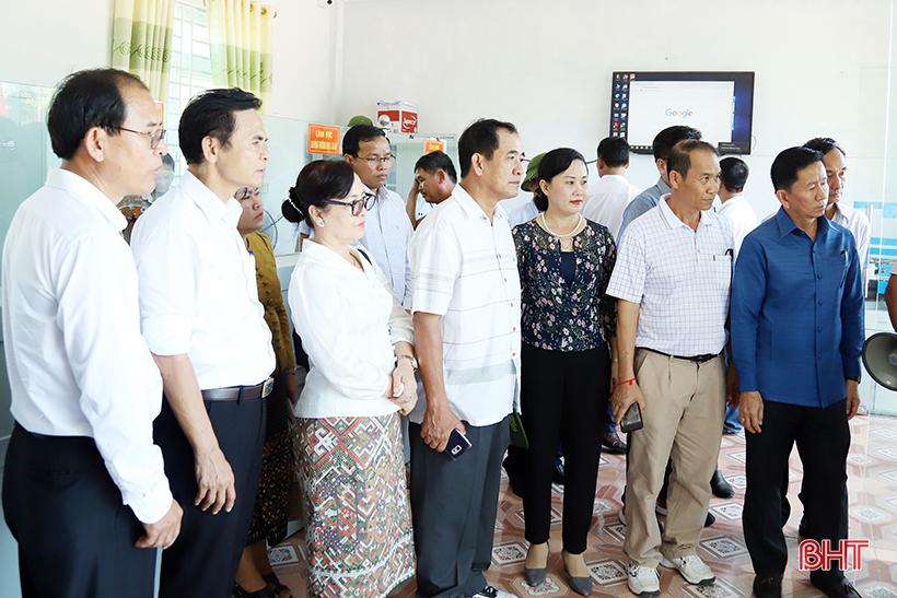 Lãnh đạo tỉnh Bôlykhămxay ấn tượng với xây dựng NTM, cải cách hành chính ở Tượng Sơn