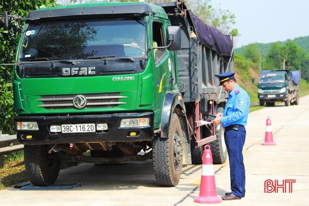Thanh tra giao thông Hà Tĩnh phát hiện 620 trường hợp chở quá tải, xử phạt 2,9 tỷ đồng