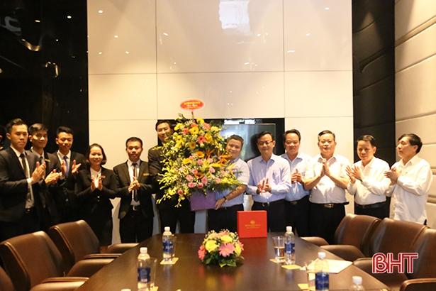 Lãnh đạo Hà Tĩnh chúc mừng các doanh nghiệp nhân ngày Doanh nhân Việt Nam