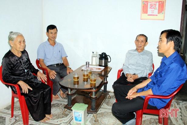 """Nhiều cặp cụ già ở Hà Tĩnh """"từ chối"""" hộ nghèo - gương sáng cho cháu con"""